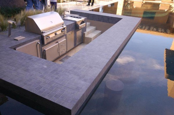 cocina exterior junto a la piscina