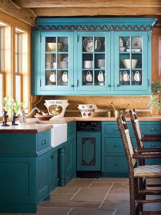cocina rustica de madera azul
