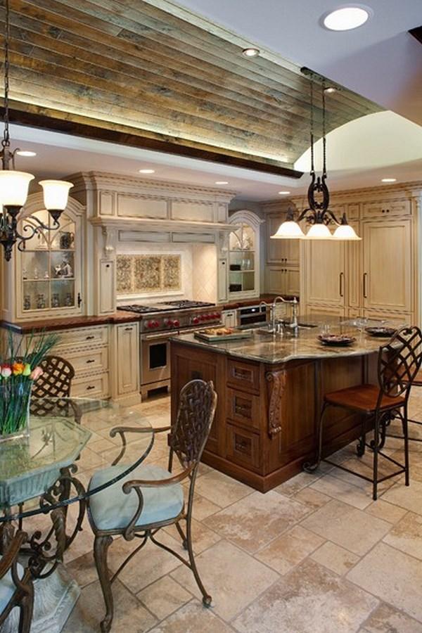 cocina tradicional con dos mesas