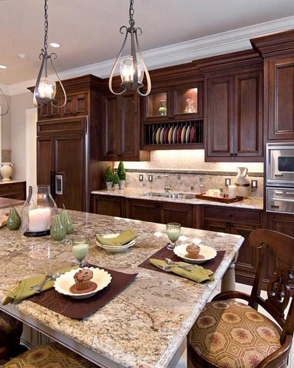 cocina tradicional con mesa de centro