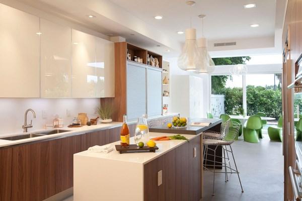 mesa integrada en la cocina