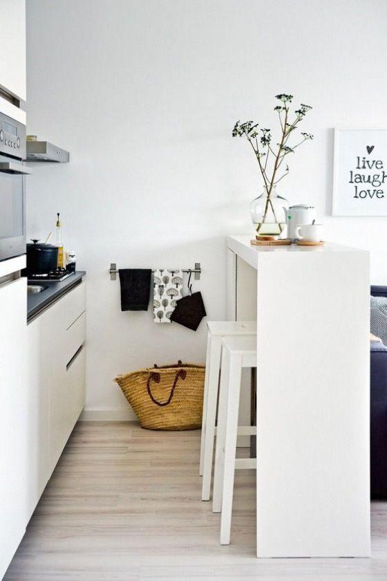 minimalista y con barra cocina