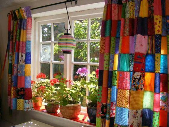 cortina llena de colores cocina
