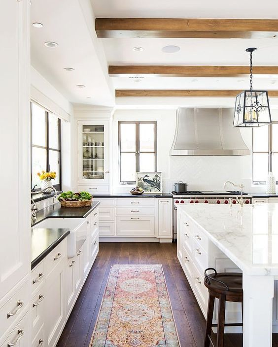 Cocinas r sticas de madera piedra ladrillo y dise os for Cocinas diseno blancas