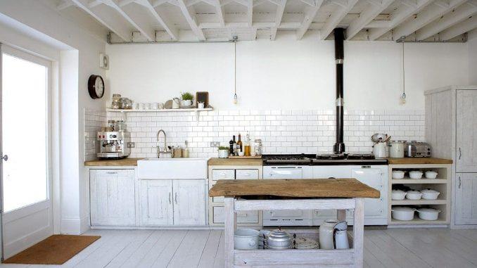4. Cocinas Blancas Rústicas