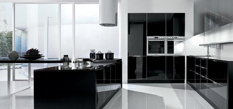 7. Cocinas Blancas Y Negras