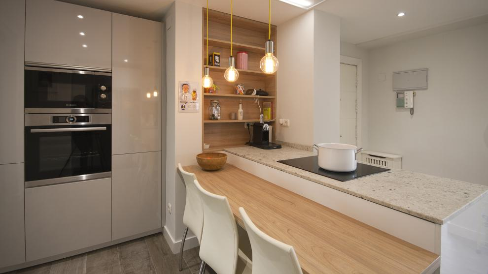 8. Cocinas Blancas Con Madera